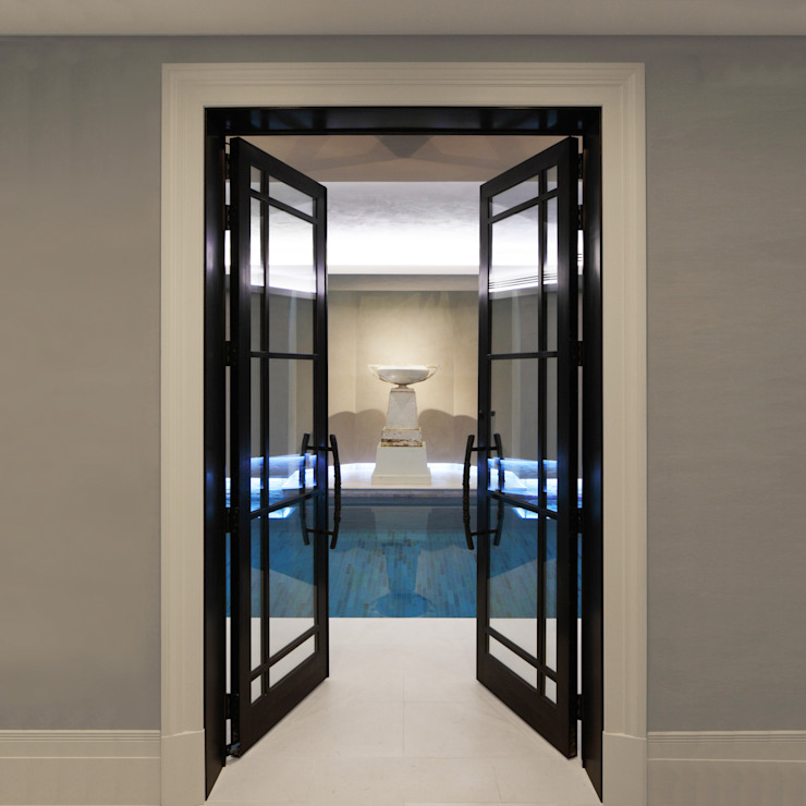 Bronze Doors leading to Swimming Pool Architectural Bronze Ltd Finestre & PortePorte Metallo Nero