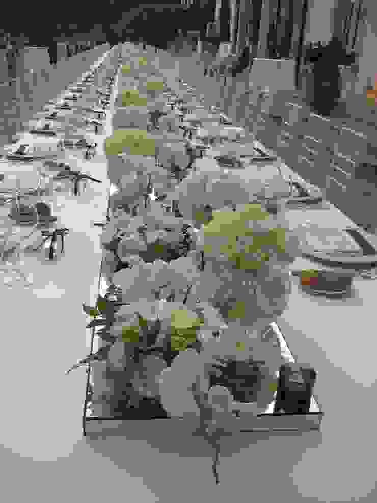 Tavolo Imperiale Balcone, Veranda & Terrazza in stile moderno di michelangelo finocchiaro Moderno