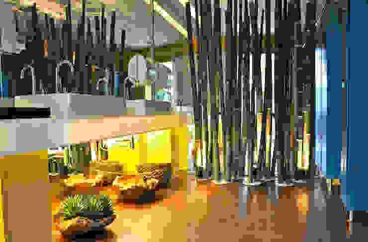 Banheiro Masculino – Casa Trio por Rozânia Nicolau Arquitetura & Design de Interiores
