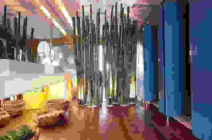 Banheiro Masculino - Casa Trio por Rozânia Nicolau Arquitetura & Design de Interiores