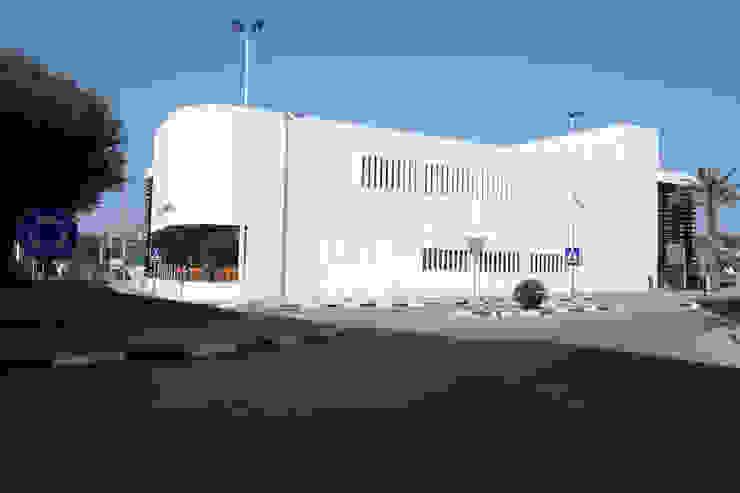 Centro de Equipamientos Sociales <q>La Senieta</q> Edificios de oficinas de estilo minimalista de giacomodeluca_arquitecto Minimalista
