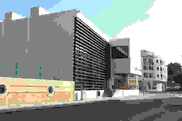 """Centro de Equipamientos Sociales """"La Senieta"""" Edificios de oficinas de estilo minimalista de giacomodeluca_arquitecto Minimalista"""