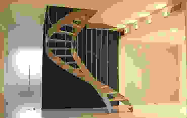 Attico A Ingresso, Corridoio & Scale in stile moderno di Pier Maria Giordani Architetto Moderno