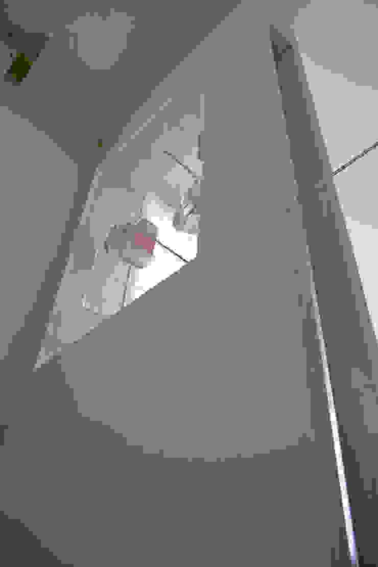Casa GO Pareti & Pavimenti in stile moderno di Pier Maria Giordani Architetto Moderno
