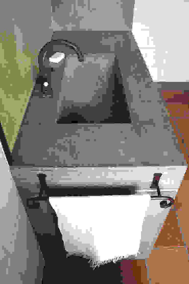 Lavabo in calcestruzzo di Architetto Luigi Pizzuti Rustico