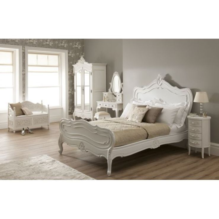 La Rochelle French Bedroom: classic  by Homesdirect365, Classic