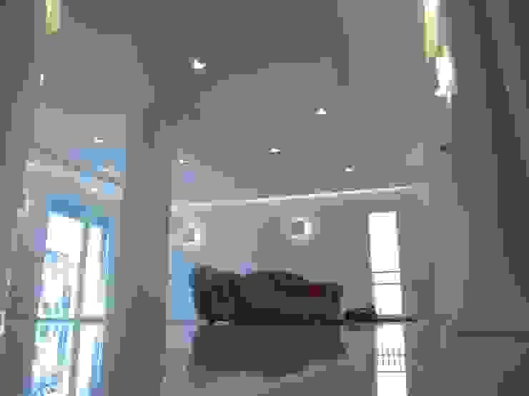 Abitazione-Atelier Case moderne di Architettura Moderno
