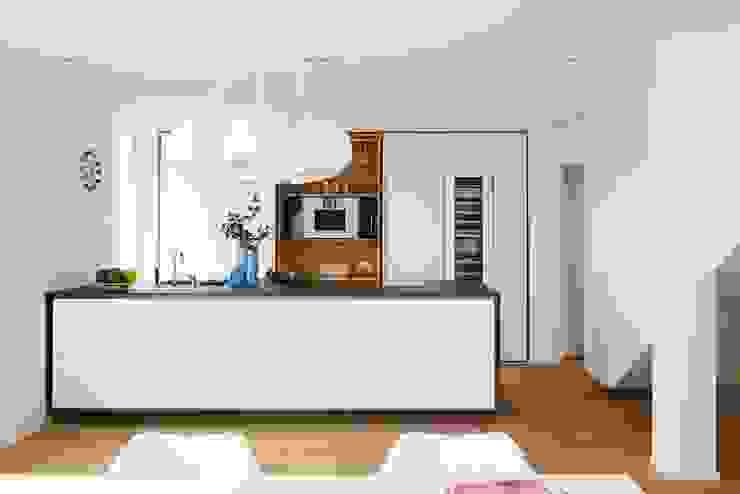 Cocinas de estilo moderno de La Cucina Küchenspezialist GmbH & Co. KG Moderno