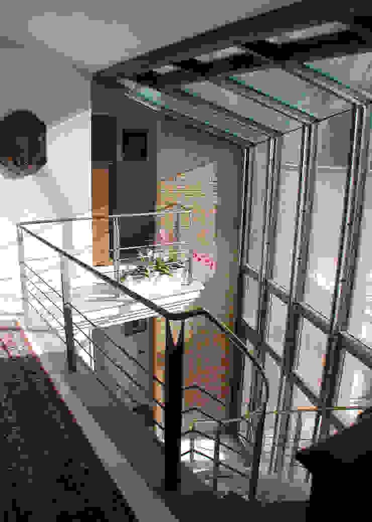 Interni Finestre & Porte in stile moderno di MARTINI RUGGERI & PARTNERS Moderno