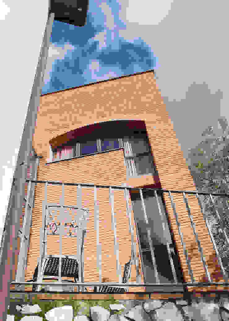 La torretta Case moderne di MARTINI RUGGERI & PARTNERS Moderno
