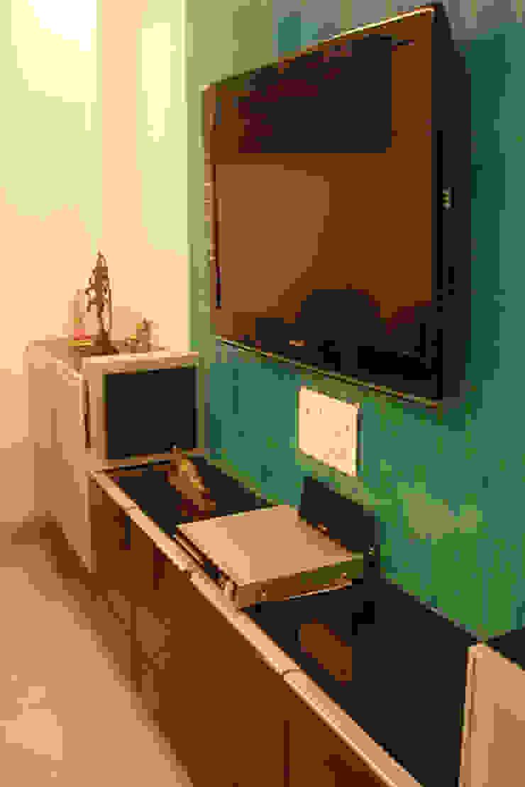 Living Room: modern  by kaamya design studio,Modern