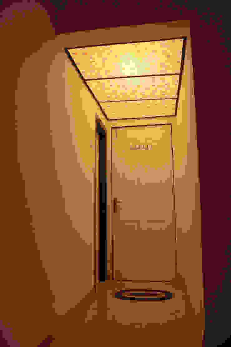 Master bedroom : modern  by kaamya design studio,Modern