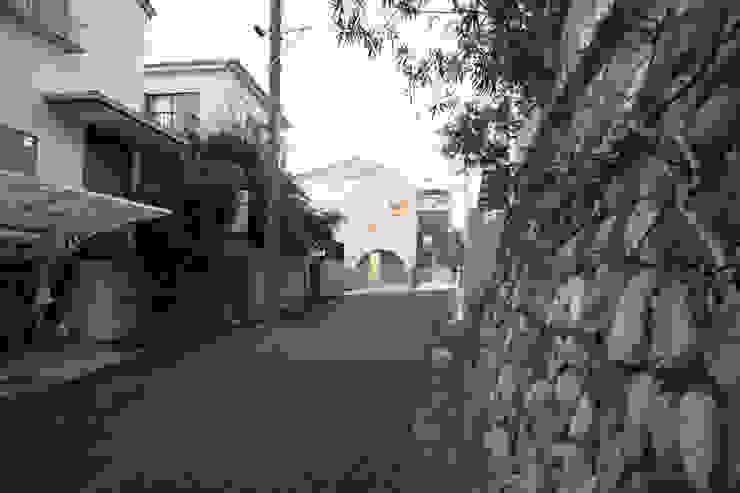 house on the hill モダンな 家 の SHIOZAKI TAISHIN モダン
