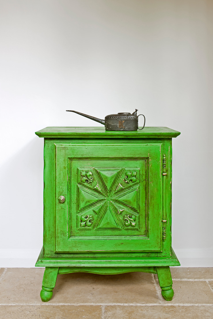 Cabinet painted in Chalk Paint decorative paint by Annie Sloan: rustic  by Annie Sloan, Rustic