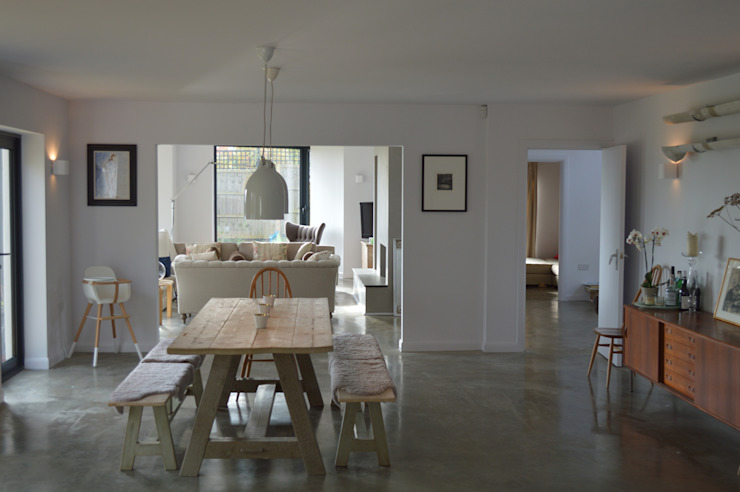 Open plan living on ground floor de ArchitectureLIVE Moderno