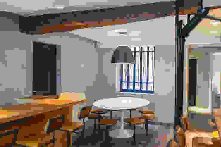 GYOZA BAR Locaux commerciaux & Magasin modernes par Concrete LCDA Moderne