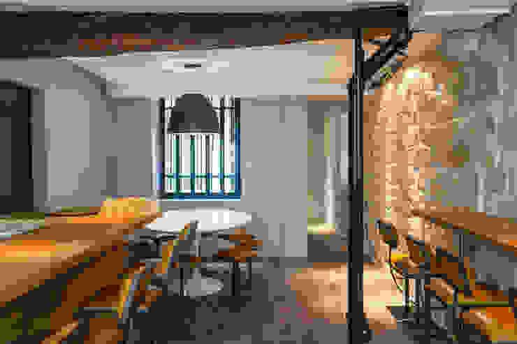 Kantoor- & winkelruimten door Concrete LCDA, Modern