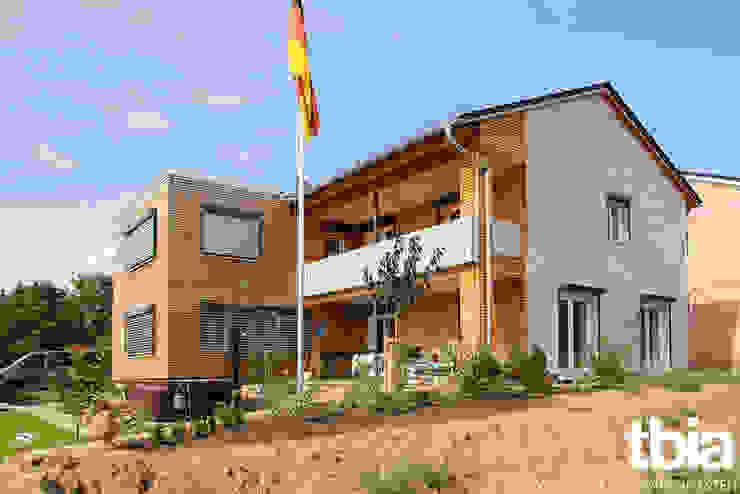 Außenansicht, Gartenseite Moderne Häuser von tbia - Thomas Bieber InnenArchitekten Modern