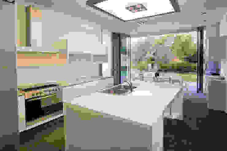 Casa V Cocinas modernas de Serrano Monjaraz Arquitectos Moderno