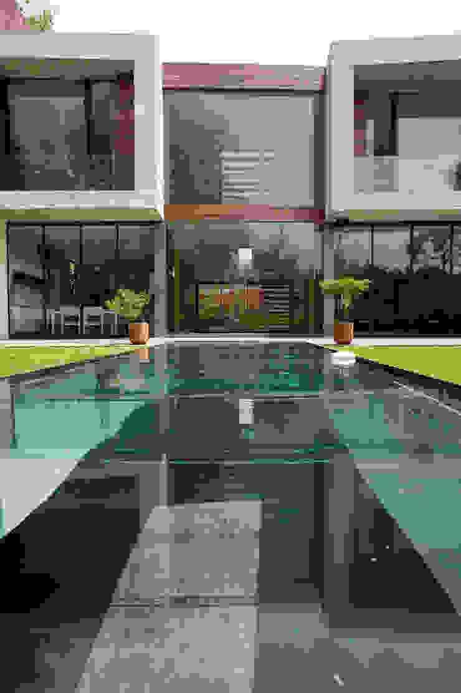 Casa V Albercas modernas de Serrano Monjaraz Arquitectos Moderno