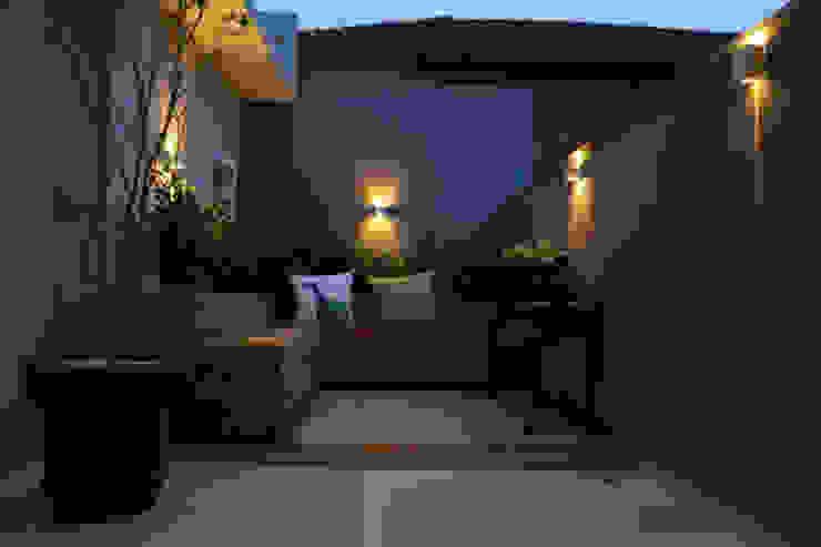 Casa nova, bairro antigo Varandas, alpendres e terraços campestres por Fernanda Chiebao- ARCHI Campestre