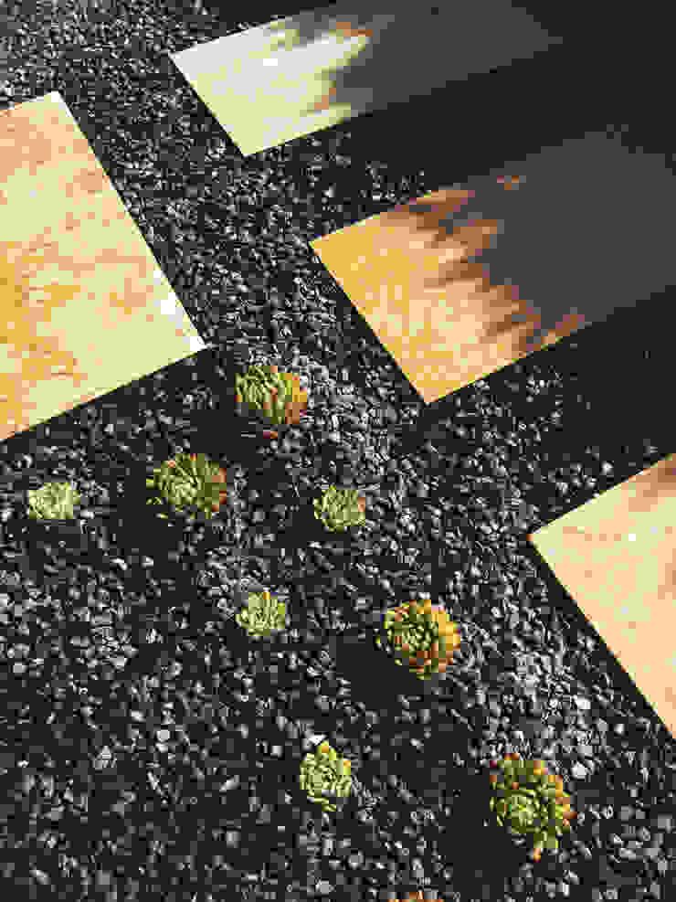 Sant Vicenç dels Horts Jardines de estilo moderno de Simbiosi Estudi Moderno