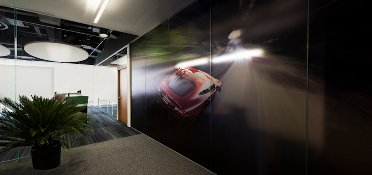 Land Rover - Jaguar Corporate by Serrano Monjaraz Arquitectos Modern