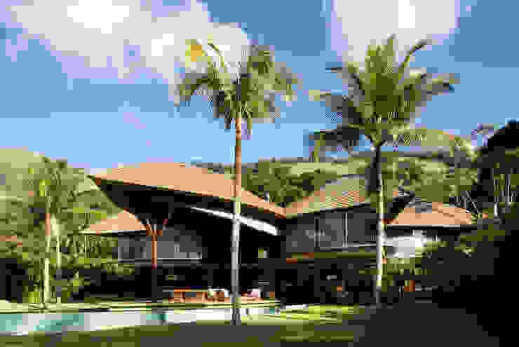 Casa Folha Casas tropicais por Mareines+Patalano Arquitetura Tropical
