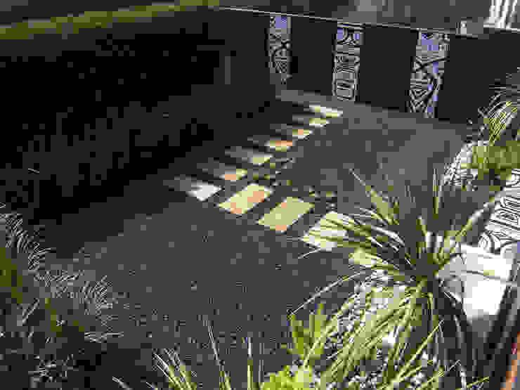 Jardines modernos: Ideas, imágenes y decoración de Simbiosi Estudi Moderno