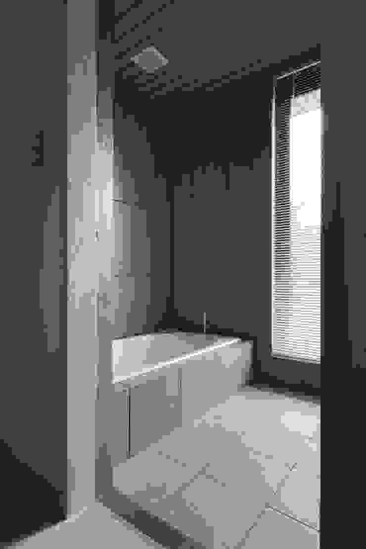 D-house bathroom モダンスタイルの お風呂 の Ground Design Co,. Ltd. モダン