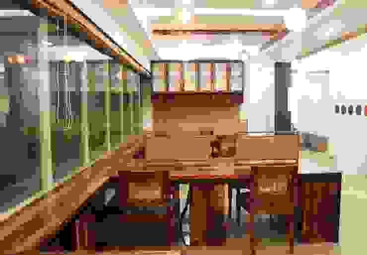 Office Interior at Worli, Mumbai: rustic  by Design Origin,Rustic