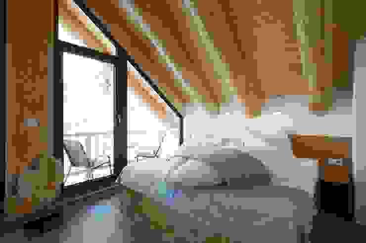 Bedroom by eb Massivhaus Deutschland GmbH