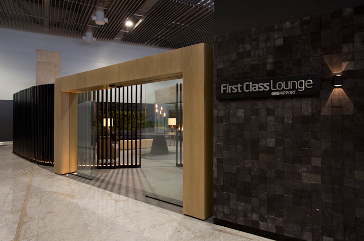 GRU First Class/Executive Lounge Aeroportos modernos por Leticia Nobell Arquitetos Moderno