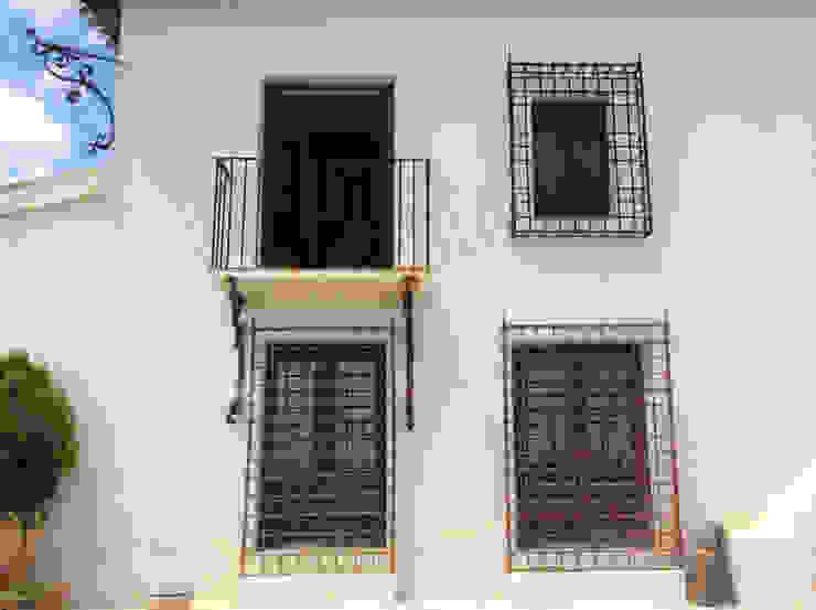 Detalles balcones y rejas antiguas. de Anticuable.com Rural