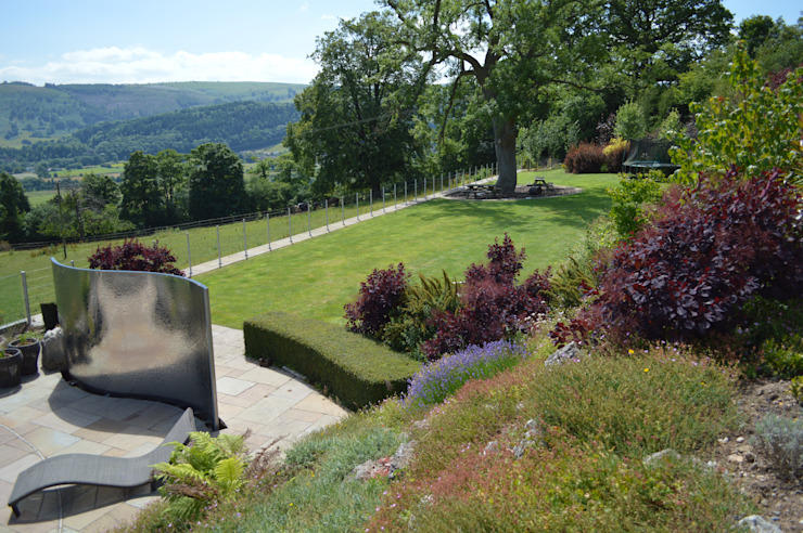 Large Terraced Garden Country style garden by Unique Landscapes Country