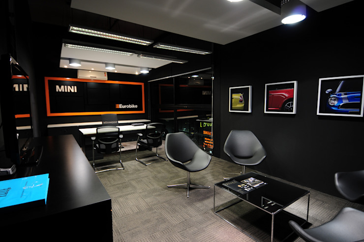 MINI Cooper Eurobike Espaços comerciais por RICARDOTRAMONTINA.ART