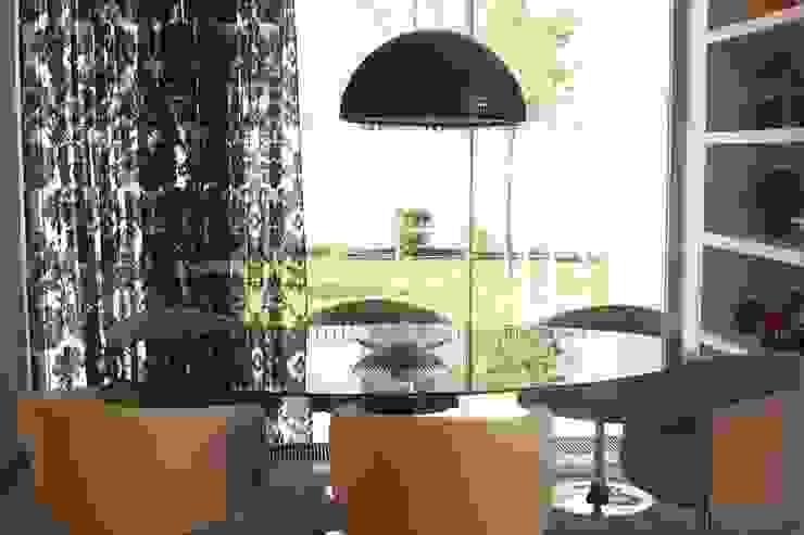 CASA DE JANTAR - ALFRAGIDE Salas de jantar modernas por Stoc Casa Interiores Moderno