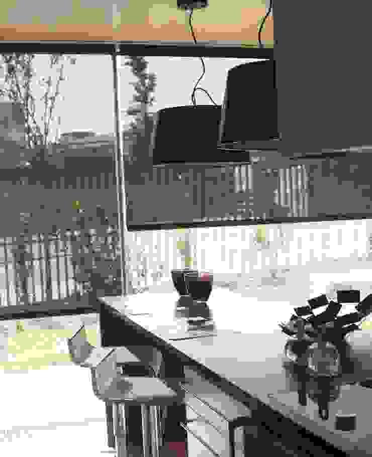 COZINHA - ALFRAGIDE Cozinhas modernas por Stoc Casa Interiores Moderno