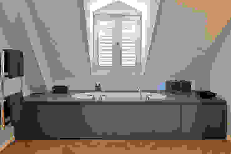 Bathtub tredup Design.Interiors Modern Bathroom