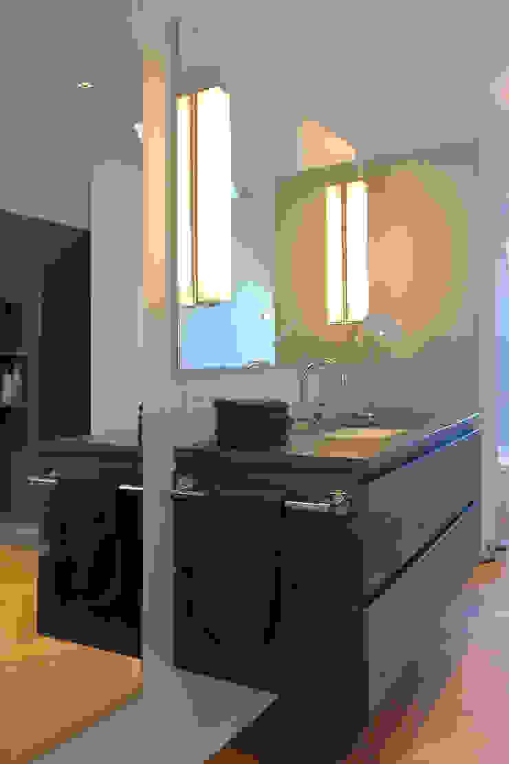 Sink tredup Design.Interiors Modern Bathroom