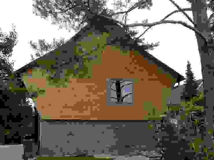 Aussenansicht Schindelfassade Landhäuser von homify Landhaus