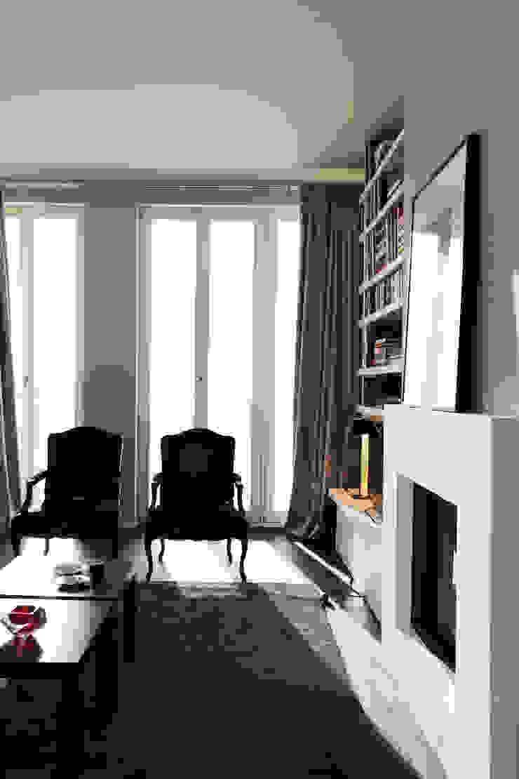 Fireplace tredup Design.Interiors Modern Living Room