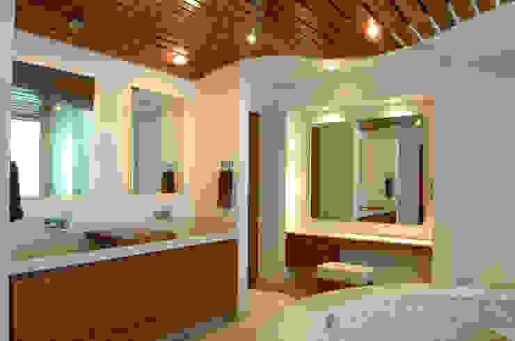 PH B Las Nubes Bathroom by ARCO Arquitectura Contemporánea