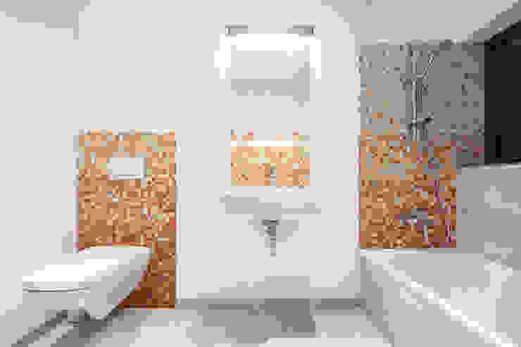 Collage Cubes - Duplex in Malchen, Germany Baños modernos de Helwig Haus und Raum Planungs GmbH Moderno