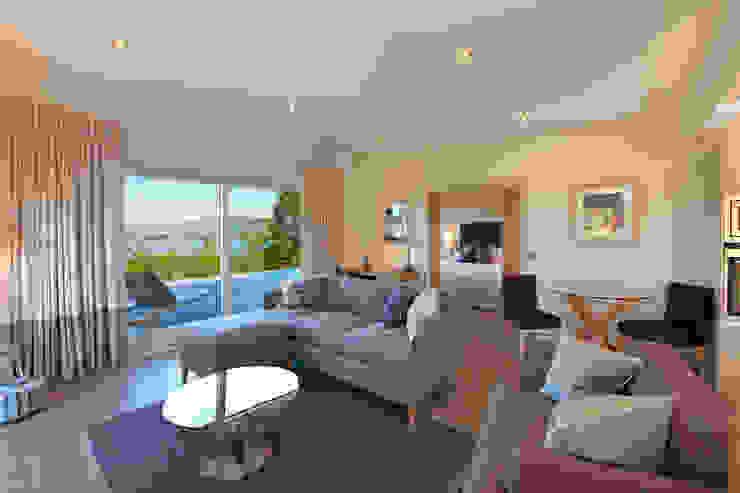 Cedarcarte Garden living Modern living room by Applecrate Modern