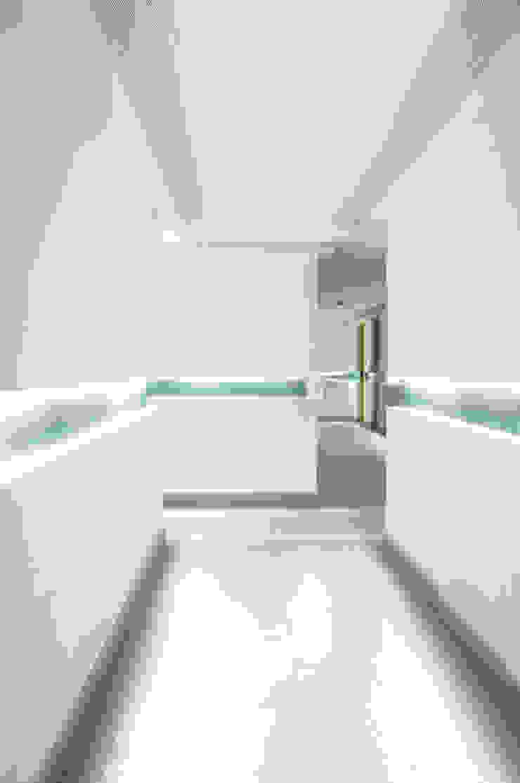 Skyview Polanco Pasillos, vestíbulos y escaleras de ARCO Arquitectura Contemporánea