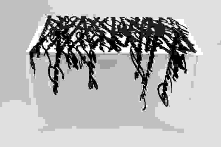 Speech in nero di Camilla Fucili Design Moderno