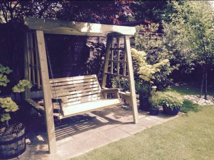 Garden swing od Churnet Valley Garden Furniture Eklektyczny