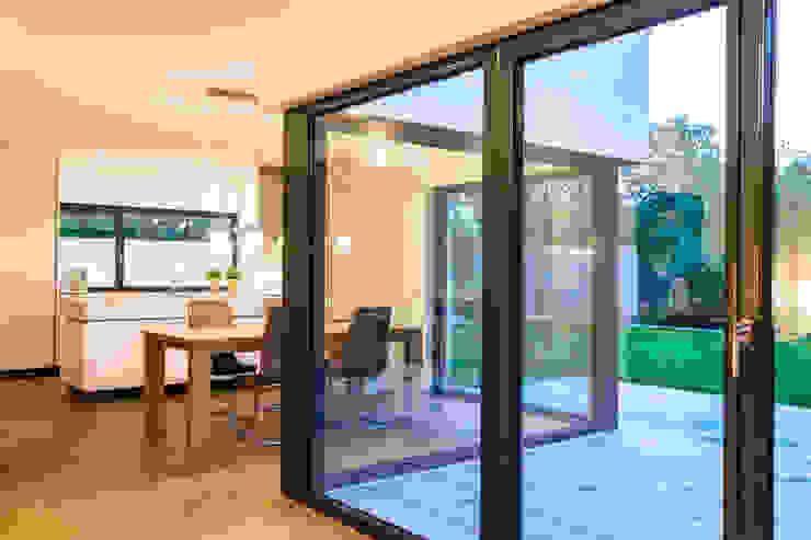 Balanced House – Einfamilienwohnhaus in Weinheim Moderne Esszimmer von Helwig Haus und Raum Planungs GmbH Modern