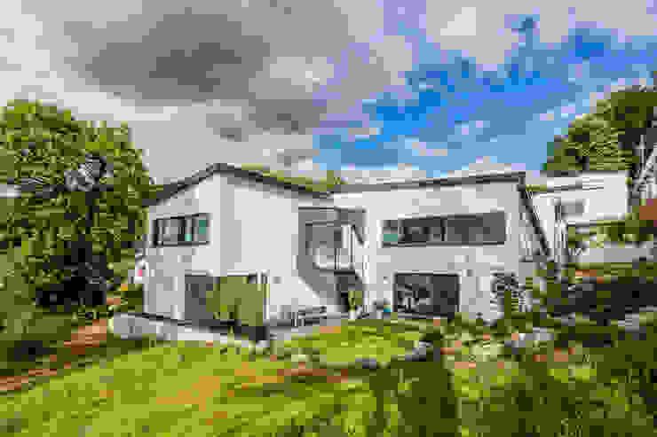 Z House, Single Family home in Seeheim, Germany Nowoczesne domy od Helwig Haus und Raum Planungs GmbH Nowoczesny
